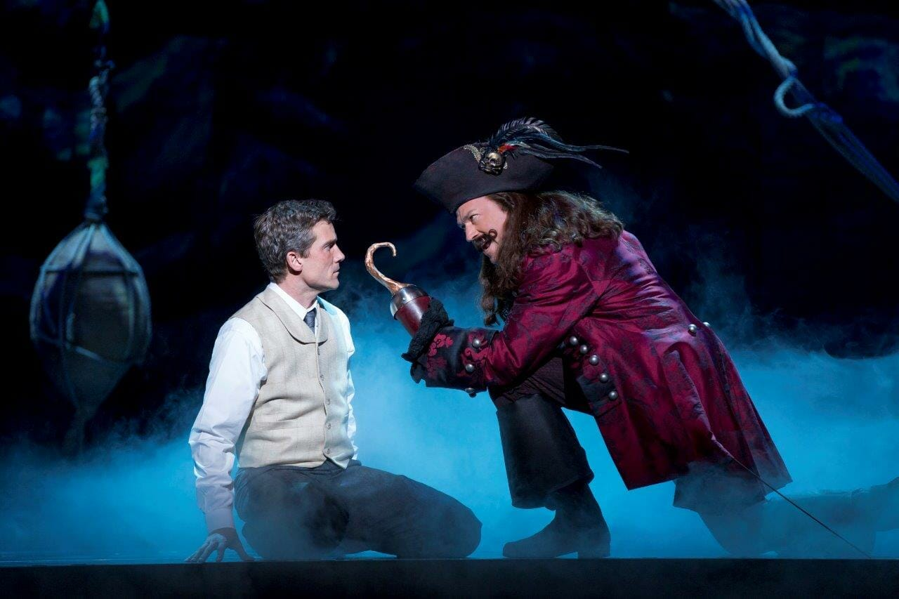 kevin-kern-as-jm-barrie-and-tom-hewitt-as-captain-hook-in-the-national-tour-of-finding-neverland-photo-credit-carol-rosegg0837